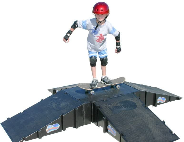 Landwave Skateboard Ramp: 4 Sided Pyramid Kit